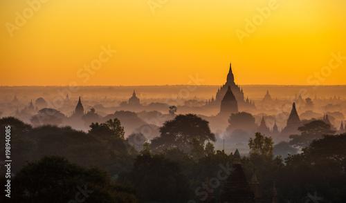 Fotobehang Meloen Sunrise over ancient Bagan, Myanmar