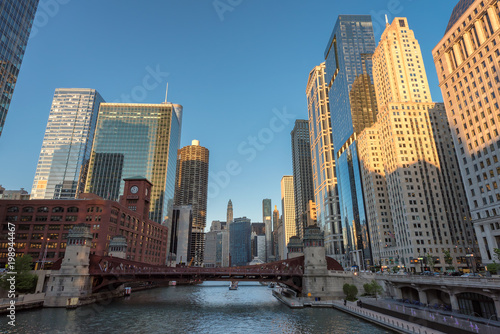 Poster Chicago Chicago City. Cityscape image of Chicago downtown during sunset blue hour.
