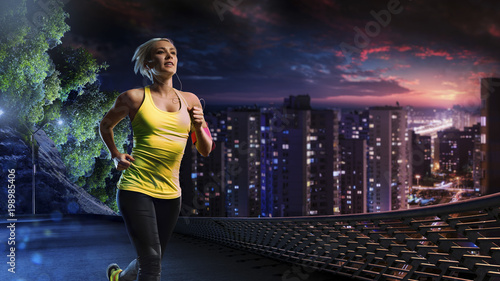 Poster Jogging Woman running outdoors on the night town