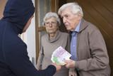 Enkeltrick Seniorenpaar übergibt Geld