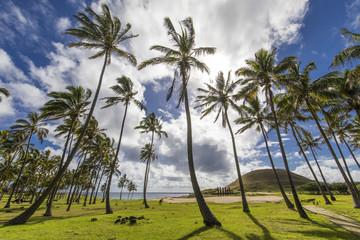 Playa de Anakena con sus Moais de Ahu Nau Nau, uno de los lugares más hermosos de Isla de Pascua y su cultura Rapa Nui
