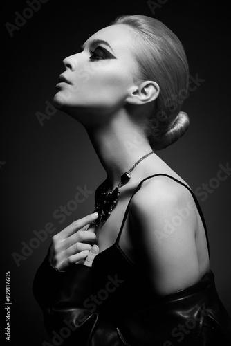 Foto op Plexiglas womenART Woman with bright makeup in leather jacket