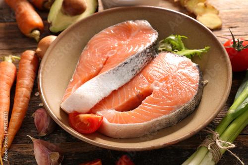 Foto op Plexiglas Steakhouse raw salmon steak