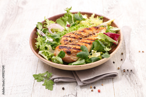 grilled chicken breast and salad - 199127041