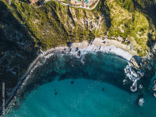 Costa vista aerea con scogliera a Capo Vaticano in Calabria