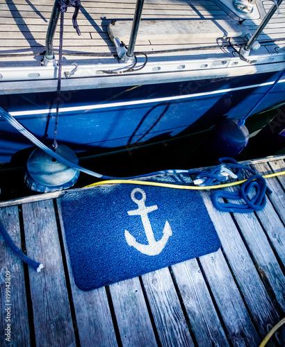 Zakotwiczona łódź