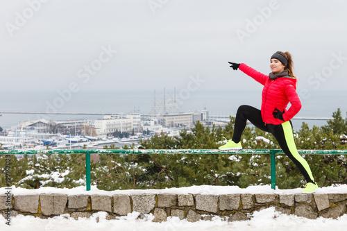 Woman wearing sportswear exercising during winter - 199167023