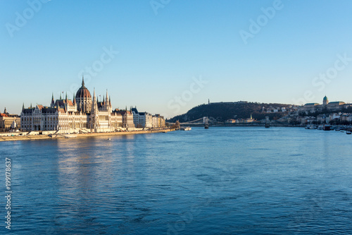 Fotobehang Boedapest Budapest parliament and Chain Bridge and palace at the river Danube during sunset from the side