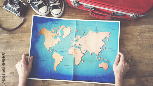 Foto Murales Woman holding map travel concepts