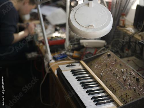 Electronic Instruments Workshop - 199237017