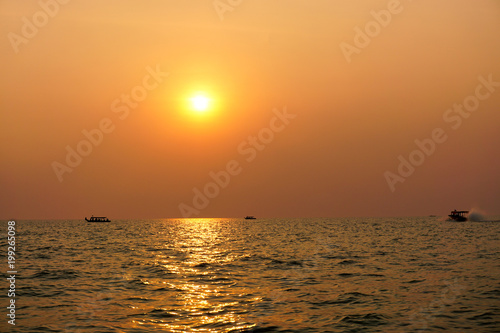 Foto Murales Sunset on Tonle Sap River, Cambodia