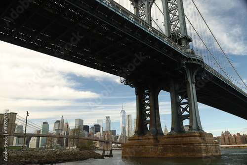 Foto op Plexiglas Brooklyn Bridge Under the bridge