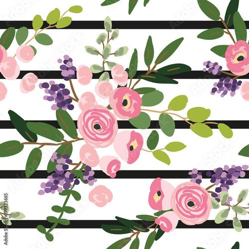 rozowi-kwiaty-i-zielen-lisci-bukiety-na-pasiastym-tle-wektorowy-bezszwowy-wzor-roza-lili-zielen-domek-ogrodowy-letni-projekt