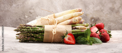 White and green asparagus with strawberries - 199336057