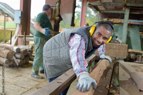 worker preparing the lumber - 199343245