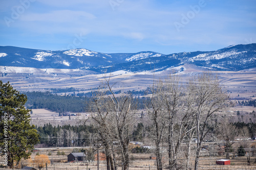 Fotobehang Blauwe hemel Mountains