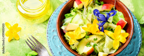Fresh vegan salad with edible flowers - 199405430