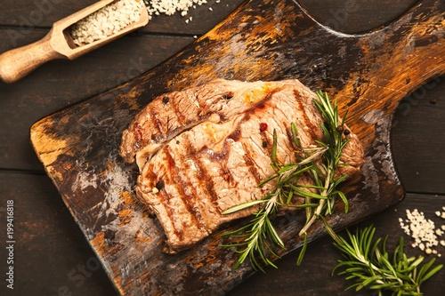 Foto op Plexiglas Steakhouse Grilled steak on wooden cutting board