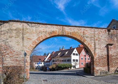 Fotobehang Baksteen muur Mittelalterliche Stadtmauer in Landsberg am Lech