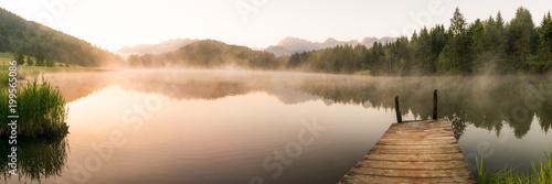 Leinwanddruck Bild Panorama mit Geroldsee und Steg im Karwendel zum Sonnenaufgang