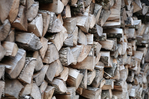 Foto op Aluminium Brandhout textuur Seitenblick auf Holzstapel