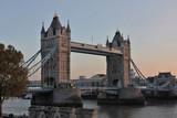 Londres, le tower bridge au couché de soleil