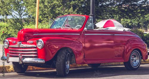 HDR fotografia Amerykański historyczny samochód w Hawańskim Kuba