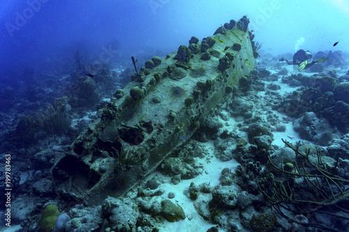 Fotobehang Schipbreuk Sunken ship with diver