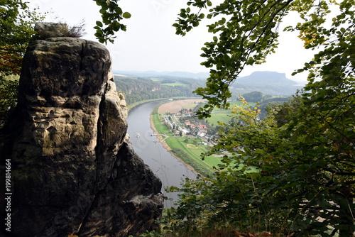 Foto op Plexiglas Zwart Sächsische Schweiz, Basteiblick flussaufwärts