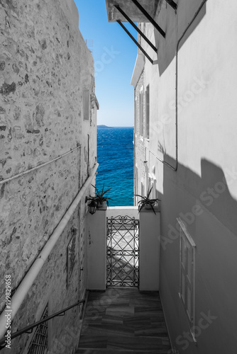 Foto op Plexiglas Smal steegje Ermoupoli, Syros - Greece. Traditional architectural buildings with amazing view to the sea. Old neighborhood called Vaporia near Ermoupolis town in Syros