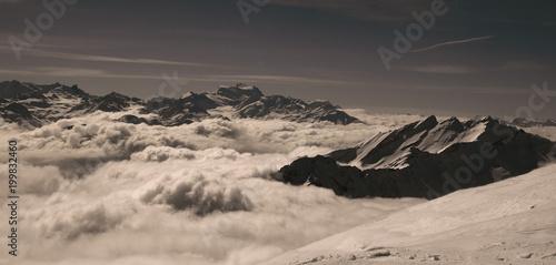 Foto op Aluminium Grijze traf. Black mountain