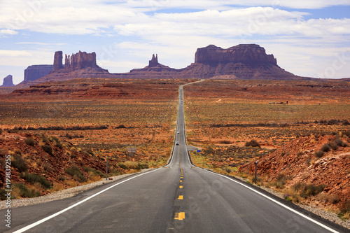 Foto op Canvas Wit Famous road into Monument Valley, Utah, USA.