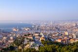 Vue panoramique sur la ville de Marseille, France, mer Méditerranée, port, coucher de soleil.