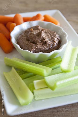 Warzywa i Hummus Black Bean