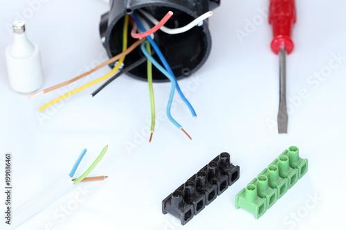 Montagematerial eines Elektrikers - 199886461