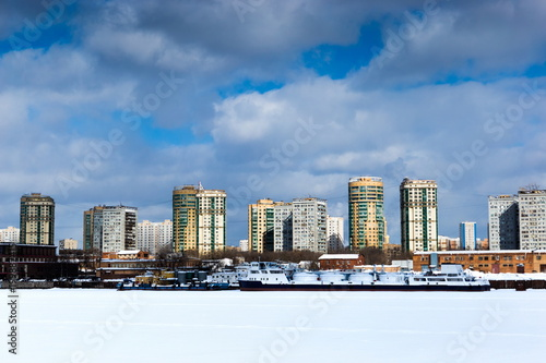 Foto op Aluminium Moskou The banks of the Moscow River in cold winter day