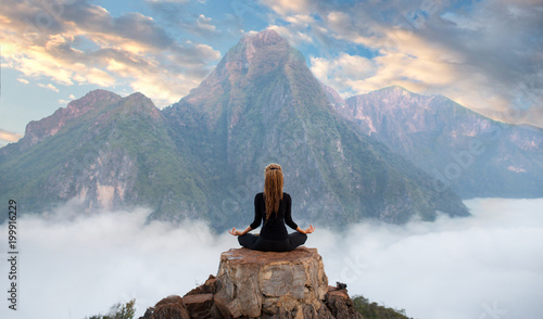 Leinwanddruck Bild Serenity and yoga practicing,meditation at mountain range