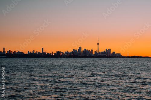 Toronto Sunrise, silhouette