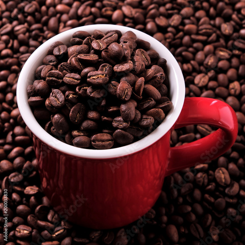 Wall mural Red coffee mug filled with beans