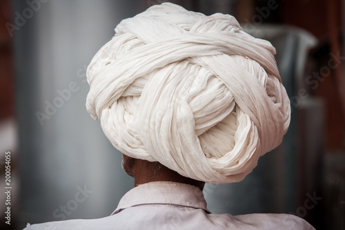 Foto Murales Indian white turban man at the streets of Jaipur