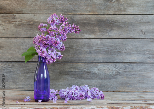 lilac on old wooden background - 200071859