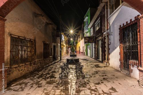 Foto op Plexiglas Smal steegje Calle de Zimapán. Hidalgo, México