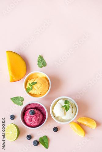 Foto Murales Various fruit and berries ice creams