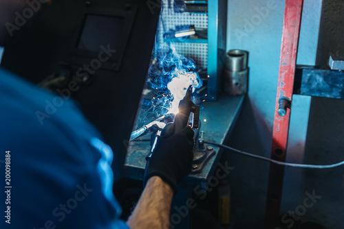Foto Murales Professional Mechanic welding.