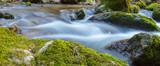 Panorama Bach mit Wasser und Felsen