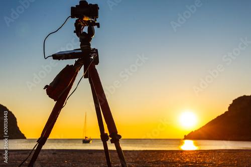 In de dag Ochtendgloren Camera taking picture of sunrise over sea surface