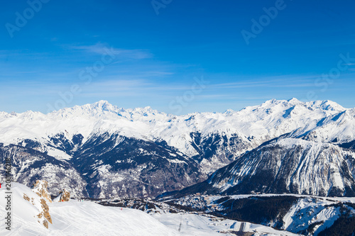 Fotobehang Blauwe hemel Spectacular snowy mountain panorama in cold winter. Famous ski resort in French Alps - Courchevel 1850, France.