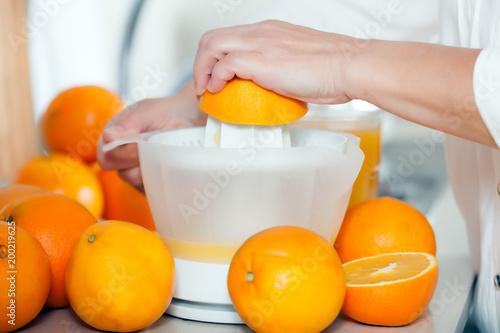 Plexiglas Sap preparation of citrus juice