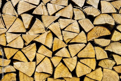 Foto op Aluminium Brandhout textuur Chopped logs for winter fire