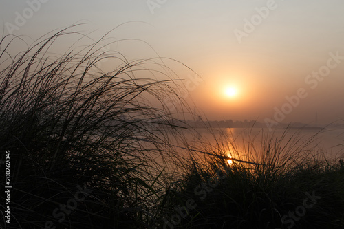 Foto op Plexiglas Ochtendgloren sunrise on Yamuna river in Delhi, India
